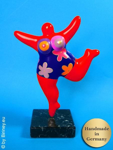 statuette Nana en rouge  avec des fleurs / socle en pierre naturelle