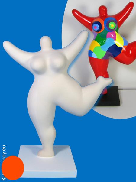 Nana-Figur mit Sockel zum selber Bemalen! 26cm