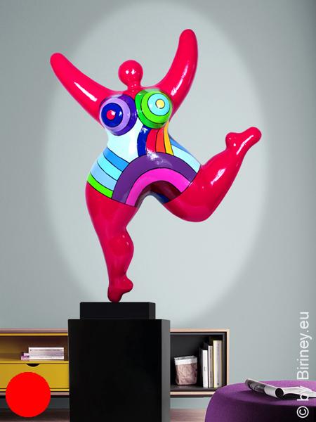 objet unique : statue Nana en rouge framboise de 73 cm,