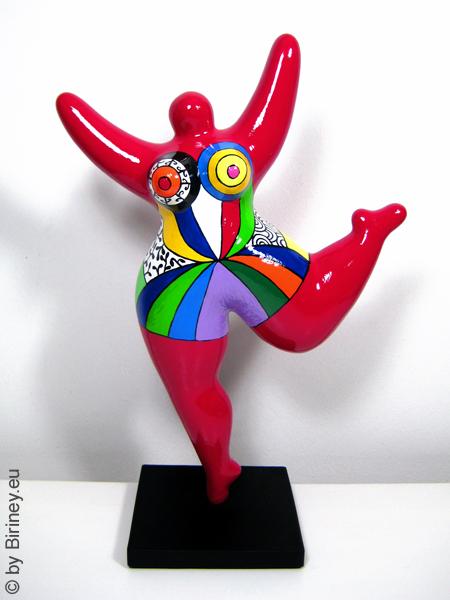 dunkelrote Nana-Figur mit bunten Mustern! Höhe 32cm Keramik